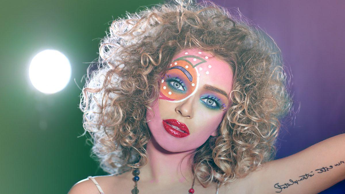 makeup parisax outfit street fashio stil urban style blogger lifestyle fashion mirela vescan salopeta in accesorii styling afro hair style laurent tourette borseta